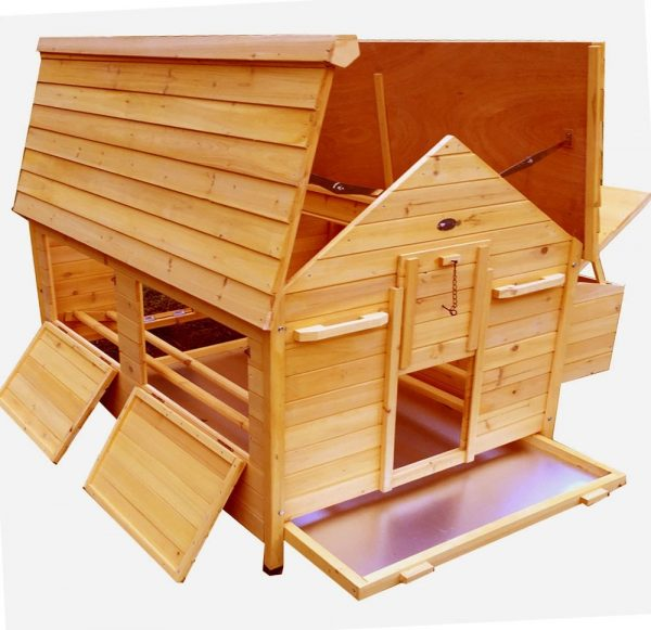 Nelly Air Portable - Fox Resistant Chicken House open left